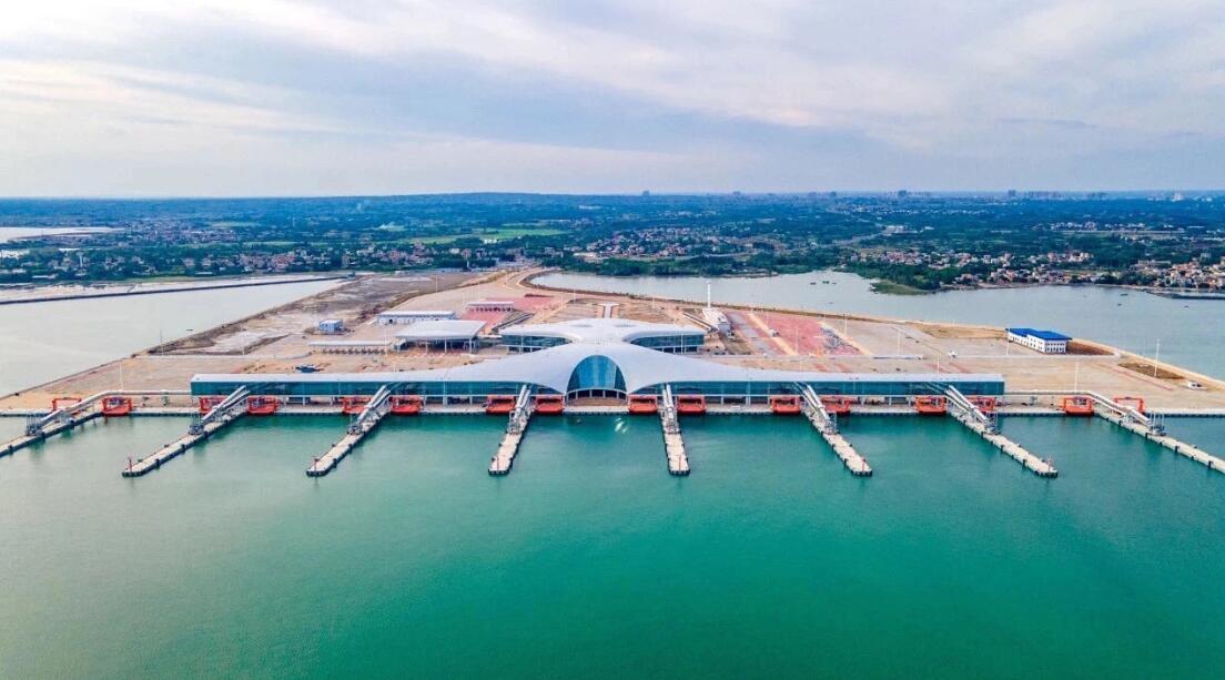 全球最大客滾輪渡碼頭湛江通航