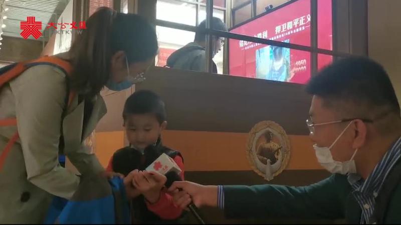 抗美援朝主題展:5歲孩童留言廳唱響「大中國」