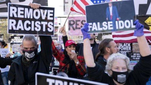美兩黨支持者白宮外對峙 發生言語衝突