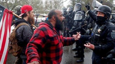 抗議者闖入美國會 一人遭槍擊身亡