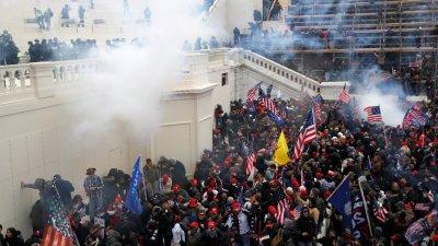 美國政界人士吁提前罷免特朗普