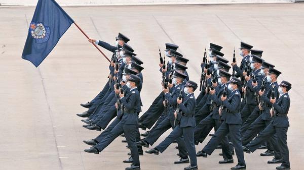 紀律部隊首演中式步操:「我們的隊伍向太陽」