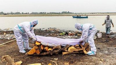 恆河頻現浮屍 印度地方政府緊急設置攔截網