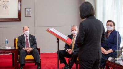 「訪台」的美國議員為黑中國 連家族史都搭上了