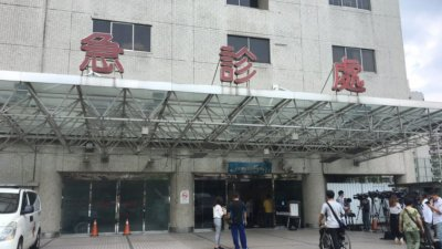 台灣連續16天新增兩位數死亡病例 民眾不滿疫苗採購進展