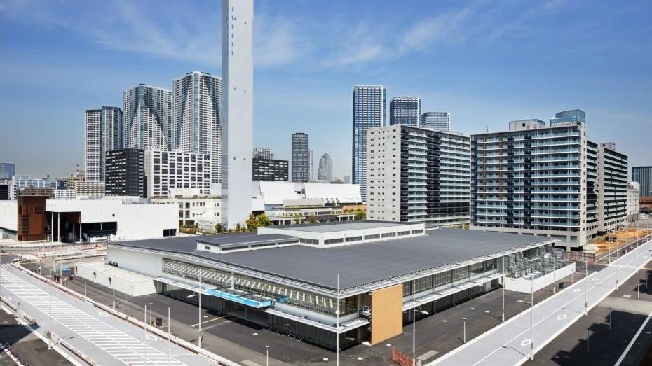 東京奧運會和殘奧會組織委員會6月20日向媒體公開了奧運期間將接待各個國家和地區運動員等的位於東京晴海的奧運村。應對新冠疫情的發熱門診、運動員生活的住宿樓房間等首次亮相。奧運村於7月13日正式開村迎接運動員入住。殘奧會期間將於8月15日預開。
