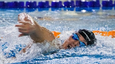 何詩蓓今日出戰200米自由泳準決賽