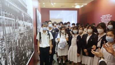 「中國路,不容易。中國夢,請堅持!」——142張明信片裏的香港寄語