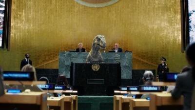 恐龍在聯合國「發言」 呼籲人類不要自我滅絕