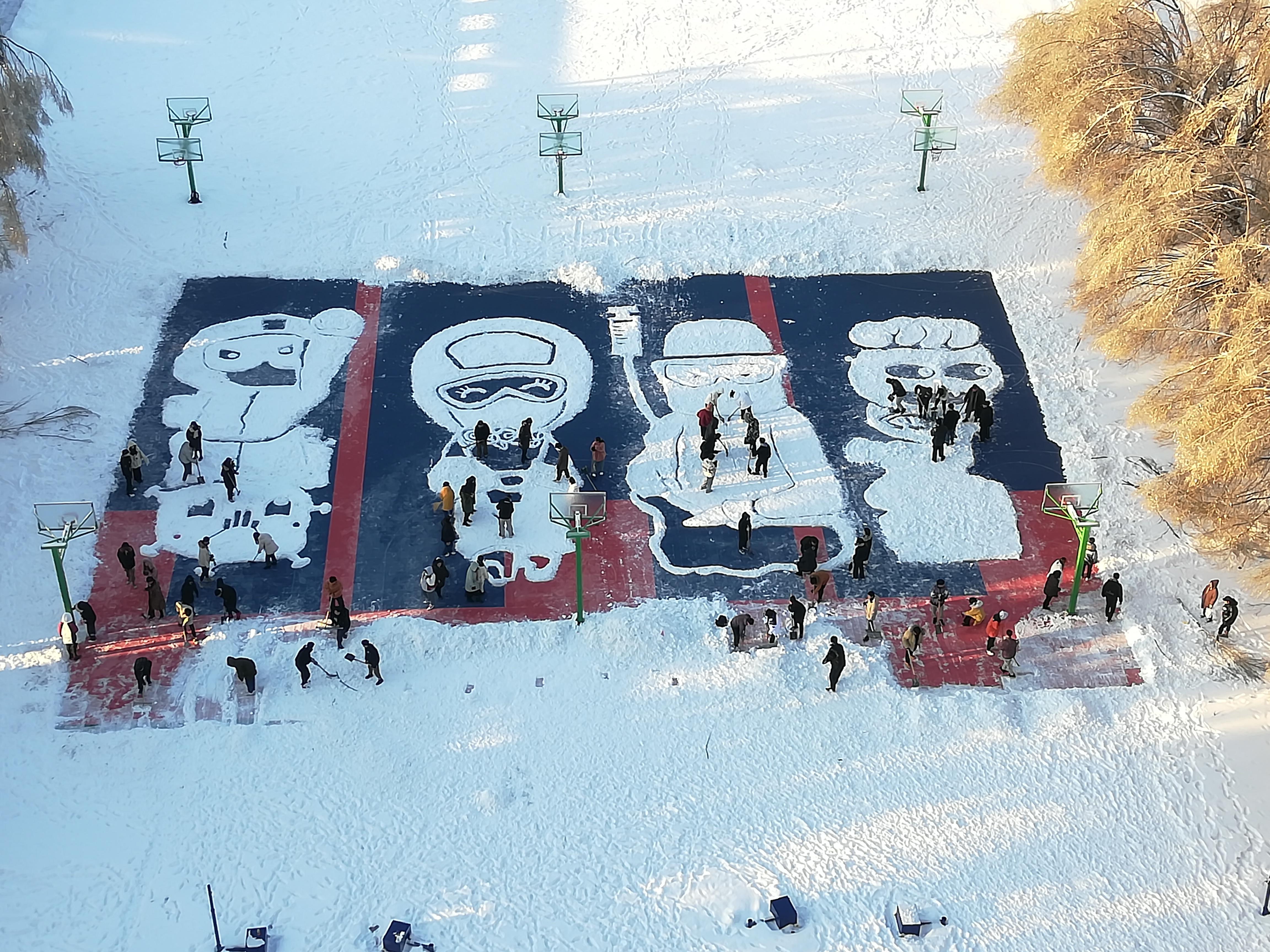 長春百名學子雪地繪圖致敬援鄂醫護人員