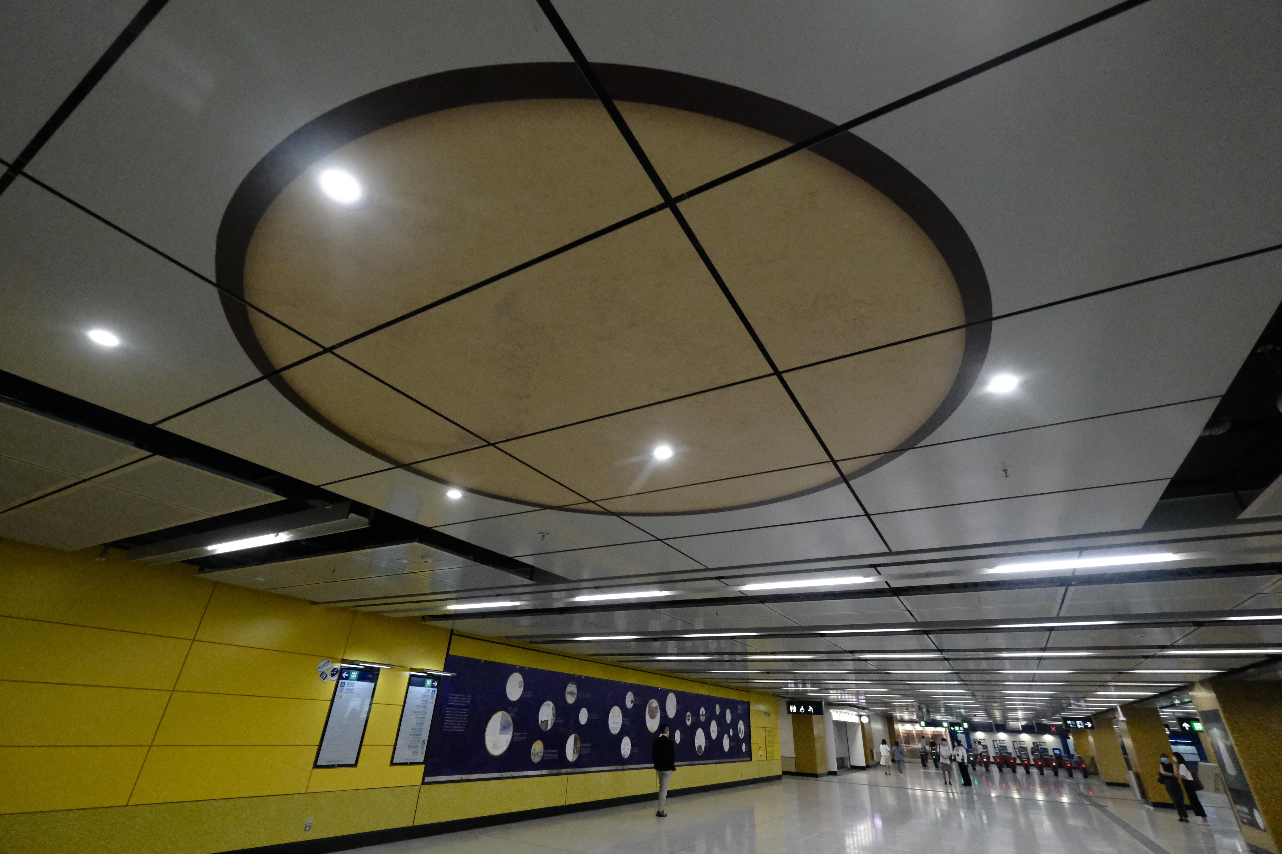 宋皇臺站車站大堂部分頂蓋將會換成透明底板,乘客可仰望觀賞古井的底部。(文匯報陳大文攝)