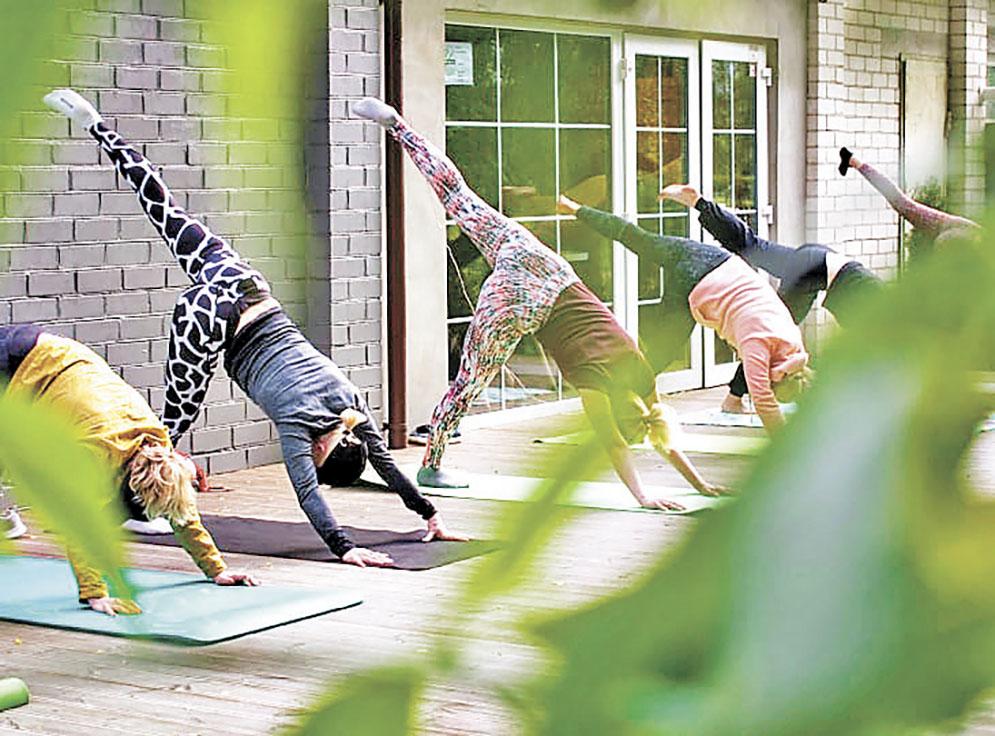 ■戶外瑜伽鍛煉有益身心。