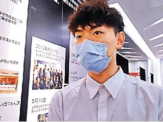 圖:畢業於暨南大學的港青曾祥盛表示內地有APP可以幫助香港新生適應。\大公報記者盧靜怡攝