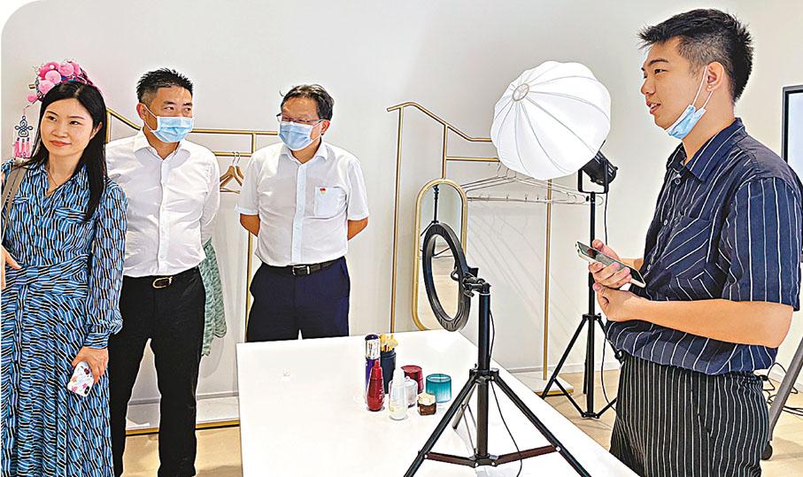 南沙TIMETABLE免費直播間     香港文匯報記者黃寶儀 攝